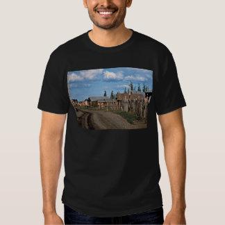 Calle del pueblo del Yukón del fuerte Camisas