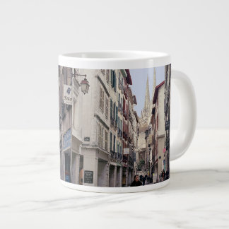 Calle en Bayona Taza Grande
