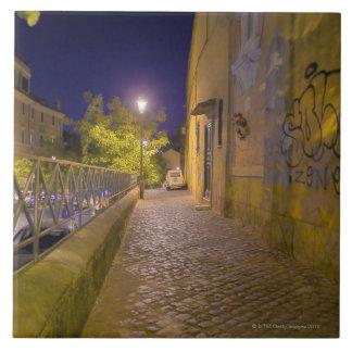 Calle en la noche en Roma, Italia 2 Azulejo Cuadrado Grande