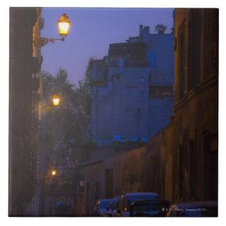 Calle en la noche en Roma, Italia Azulejo Cuadrado Grande