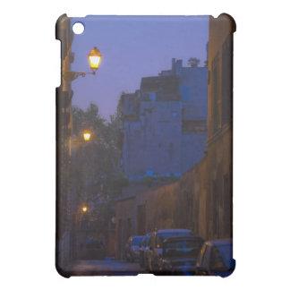Calle en la noche en Roma, Italia