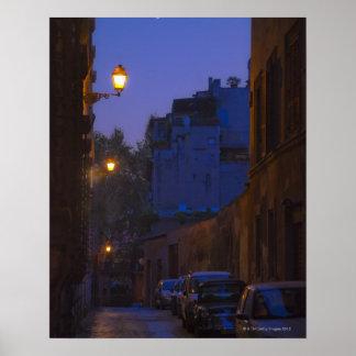 Calle en la noche en Roma, Italia Posters