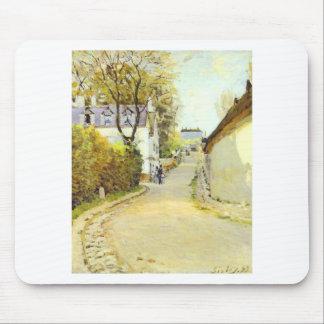 Calle en Ville d Avray de Alfred Sisley Mousepad