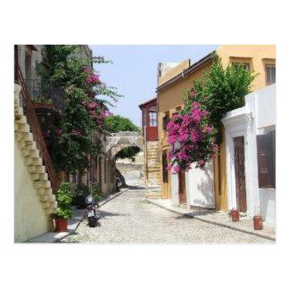 Calle hermosa en la ciudad vieja de Rodas Postal