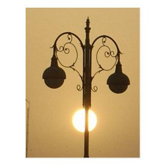 Calle light.png de la puesta del sol del Victorian Postales
