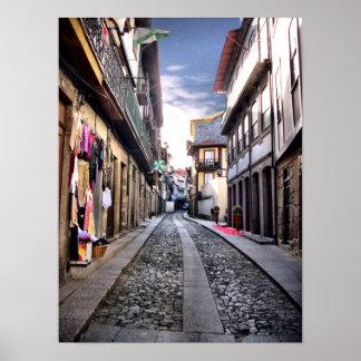 Calle medieval de Guimaraes, Portugal Póster