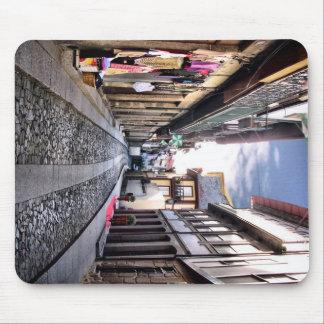 Calle medieval de Guimaraes, Portugal Tapetes De Ratón