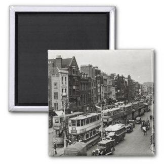 Calle principal de Whitechapel, Londres, c.1930 Imán Cuadrado