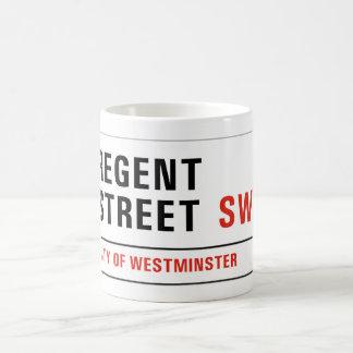 Calle regente, placa de calle de Londres Taza Básica Blanca