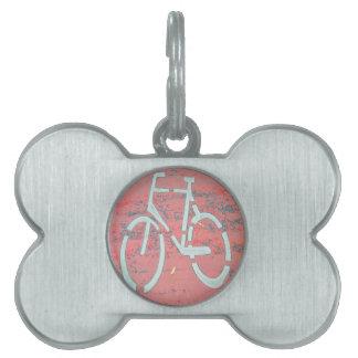 Calle roja de la bicicleta blanca, bicicletas de placa de mascota