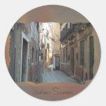 Calle secundaria en Italia Etiquetas Redondas