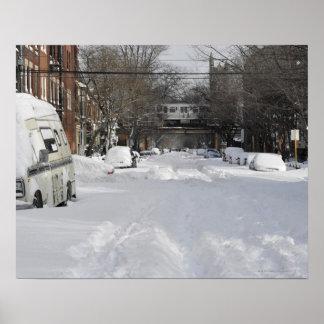 Calle urbana residencial (de la ciudad) en inviern póster