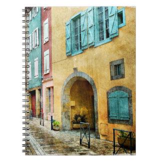 Calle vieja pintoresca del guijarro cuaderno