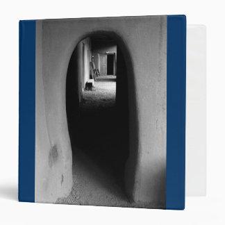 Callejón de Adobe: Foto negra y blanca
