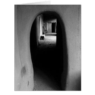 Callejón de Adobe: Foto negra y blanca Tarjetas
