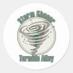Callejón de tornado etiquetas redondas