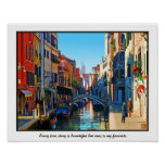 Callejón de Venecia con cita del amor Posters