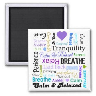 Calma y tipografía de relajación de las palabras d imán cuadrado