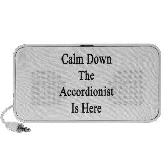 Calme abajo al acordeonista está aquí altavoz