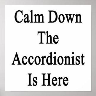 Calme abajo al acordeonista está aquí impresiones