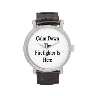Calme abajo al bombero está aquí reloj