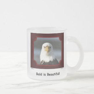 """""""Calvo es hermoso!"""" Taza de Eagle calvo"""