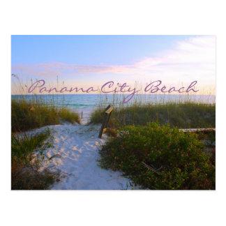 Calzada de la playa de la puesta del sol de la tarjetas postales