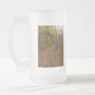 Calzada del otoño taza de cristal