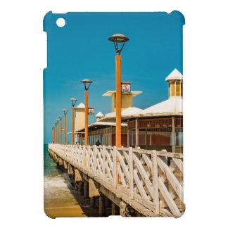 Calzada del rompeolas en la playa de Fortaleza