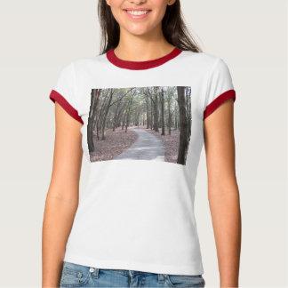 Calzada en la camiseta del campanero del parque de remeras