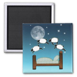 Cama, cielo, y cuenta de ovejas en la noche imán cuadrado