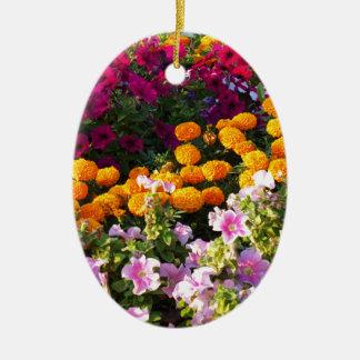 Cama de flor colorida adorno navideño ovalado de cerámica