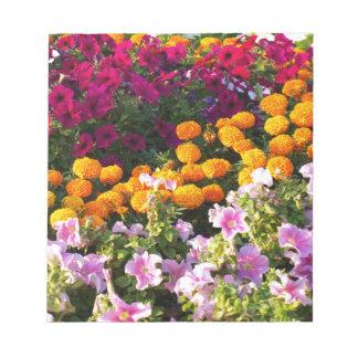 Cama de flor colorida libreta para notas