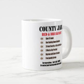 Cama de la cárcel y taza del desayuno taza extra grande