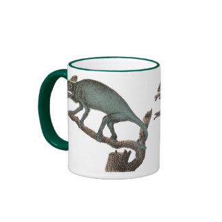 Camaleón de la impresión antigua en una taza de ca