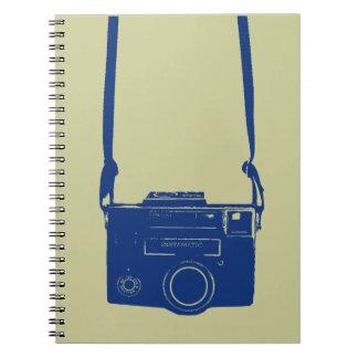 Cámara de la película del vintage con el cuaderno