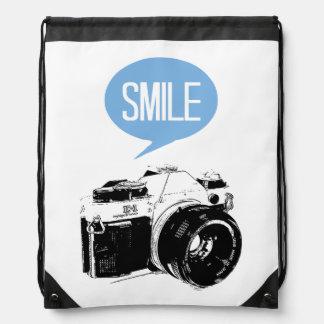 Cámara del vintage, globo del texto de la sonrisa, mochilas