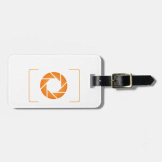 Cámara digital anaranjada etiqueta de maleta
