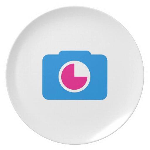 Cámara digital azul plato de cena