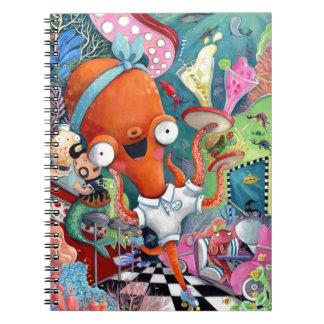 Camarera del pulpo en barra subacuática del camino note book