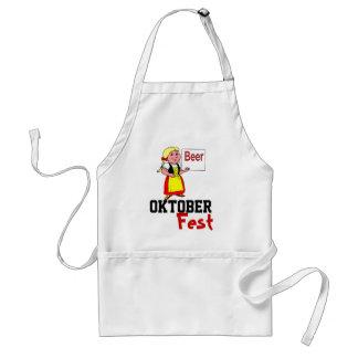 Camarera en el delantal de Oktoberfest