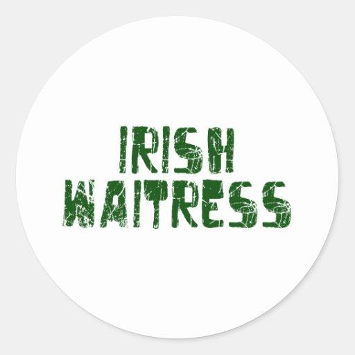 Camarera irlandesa etiqueta redonda