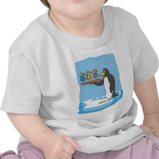 Camarero del pingüino camiseta