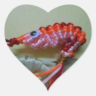 camarón chino del naranja del nudo pegatina en forma de corazón