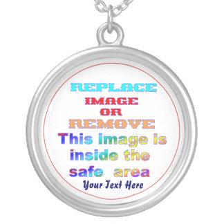 Cambie la imagen o suprima la recarga del texto collar plateado