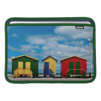 Cambie los cuartos. Playa de Muizenberg, Cape Town Funda MacBook