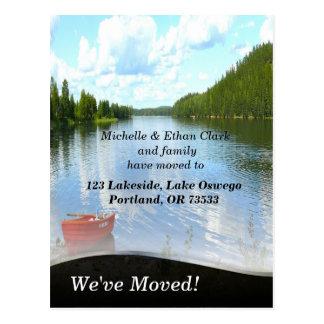 Cambio del barco de la orilla del lago de foto del tarjetas postales