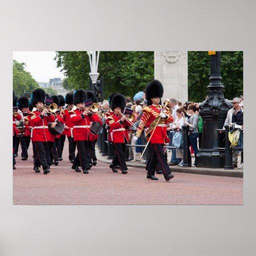 Cambio del guardia en el Buckingham Palace Póster