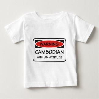 Camboyano con una actitud playera para bebé
