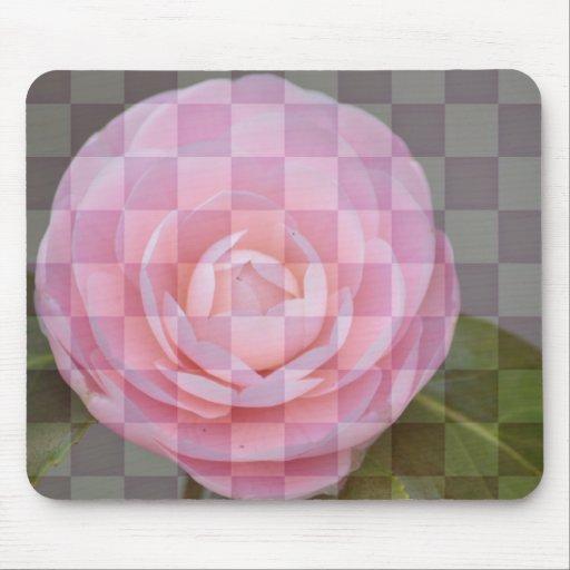 Camelia rosada floral a cuadros mouse pad